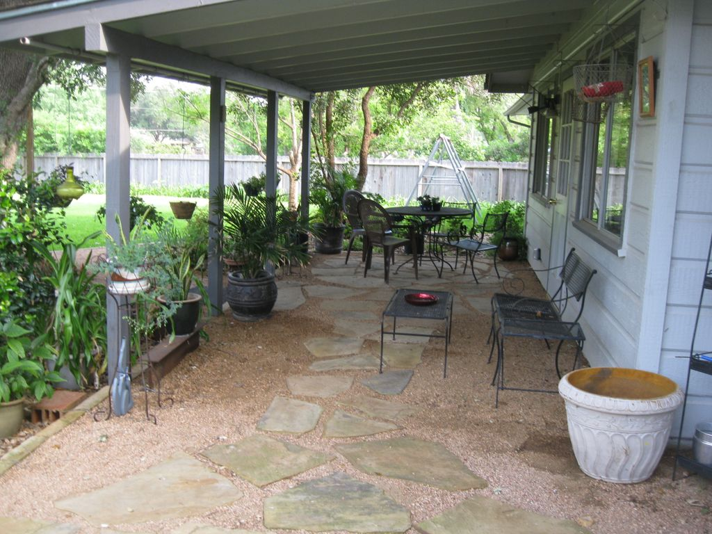 Vintage Home, Minutes from Medical Center, Sea World, and Downtown San Antonio