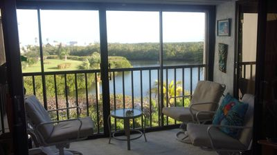 Photo for Stay on the bay waters and just flip-flop to the beach! Located quiet mid-island