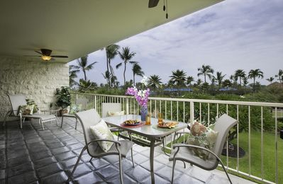 Photo for Na Punahele (Big Island) - Beautiful condo with newly remodeled kitchen!! Overlooking the Pool!
