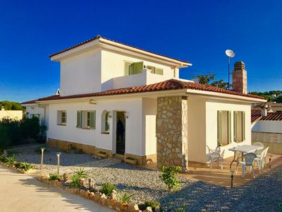 Photo for Villa with private pool and residential area 900 meters from the beach.