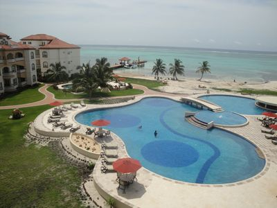 Best Resort on the Caye, 500 feet of sandy beach. Short distance to Town.