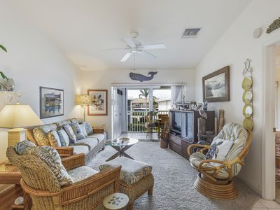 Photo for Centrally-located condo near shopping, dining, shared pool & tennis