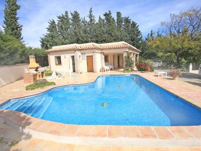 Photo for Wonderful Family Villa, Private Pool, Large Garden, 2.2 KM inland from Estepona