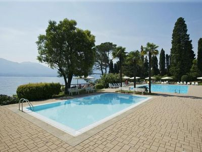 Photo for Spacious 3 bedroom apartment with 2 balconies, pool and lake access