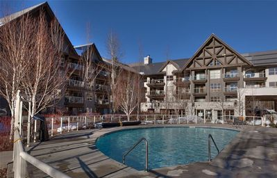 Aspens Courtyard with outdoor pool and hot tubs