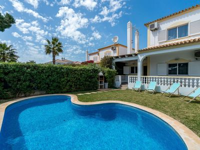 Photo for 3 Bedroom Linked Villa with pool near Vale do Lobo