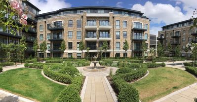 Photo for Luxurious Modern Flat near Chiswick garden and kew garden