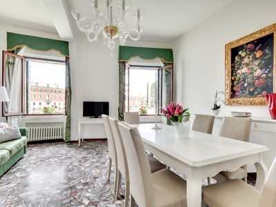 Photo for LUXURY APARTMENT WITH VIEWS ON THE GRAND CANAL: A / C, WASHING MACHINE