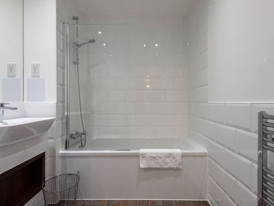 Photo for Gorgeous new 1 bed with private balcony, Brixton