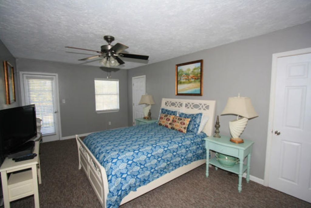 Very Spacious Beautiful Home!  Private Guest House Bring your Boat! FREE Golf
