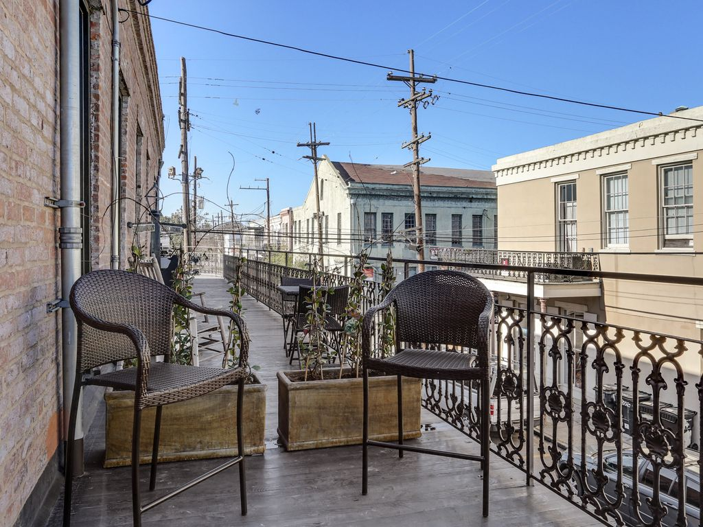 Apt B Garden District Magazine St Steps From Shopping Incredible Restaurants New Orleans