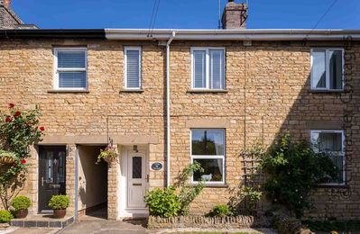Photo for Tukes Cottage is a charming mid-terrace cottage near the popular market town of Chipping Norton.