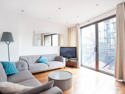 Photo for Lovely Bed, 2 Bath apt in Central London