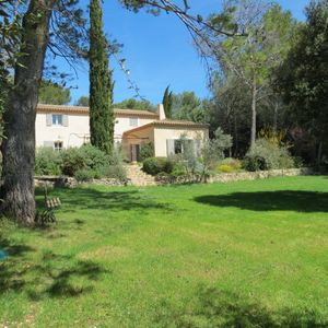 Photo for PROVENCAL, large garden of 4000 m2, swimming pool with summer kitchen.