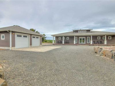 Photo for Beautiful & Spacious Contemporary Home Near Seaside