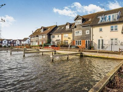 Photo for 4 bedroom property in Wroxham. Pet friendly.