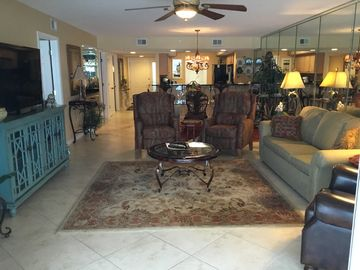 One of the largest Gulf Front 2BR units in  Destin area. Destin Gulfgate#105