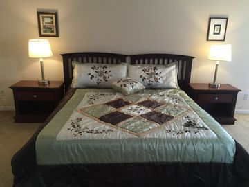Private Master Suite up to 5 people; 12 minutes from Disney