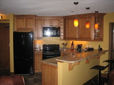 New kitchen and appliances, raised granite bar w stools, task lighting