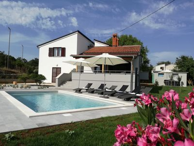 Photo for Family holiday home, 2,5 km from the sea, big pool and green playground
