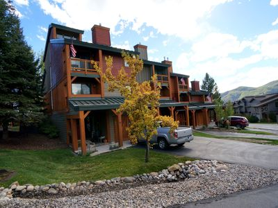 Photo for Huge Town Home, Close to Base Area, Shuttle Rte + Hot Tubs, Rent 4nts, 5th FREE