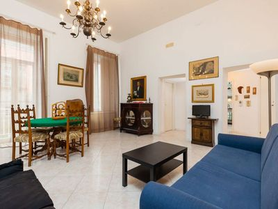Photo for Spacious Central Museum apartment in Stella with WiFi, air conditioning & lift.