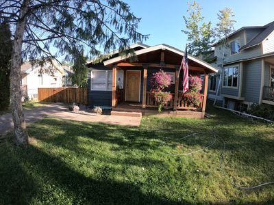 Photo for A Cozy Escape, Pet Friendly and 10 minutes from Downtown