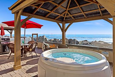 Hot Tub by the Cool Sea