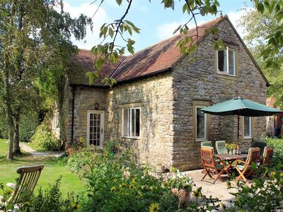 Photo for DROOP FARM COTTAGE, pet friendly in Hazelbury Bryan, Ref 988951