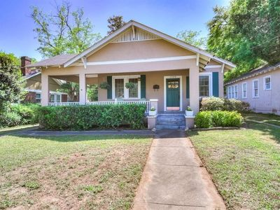Photo for Charming Summerville Cottage-8 min drive to National