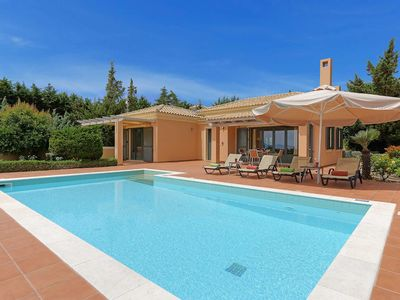 Photo for Villa Riaki - This villas in walking distance to amenities & has a private pool