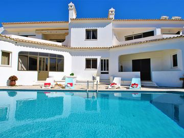 Search 560 holiday rentals