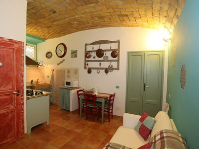 Photo for Lovely apartment in vintage building nearby Circus Maximus