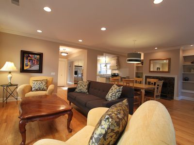 Photo for Luxurious North Shore Chicago Condo