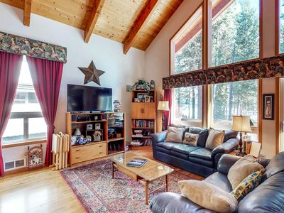 Photo for Lakeview cabin with a spacious deck and beautiful views - 1 dog welcome!