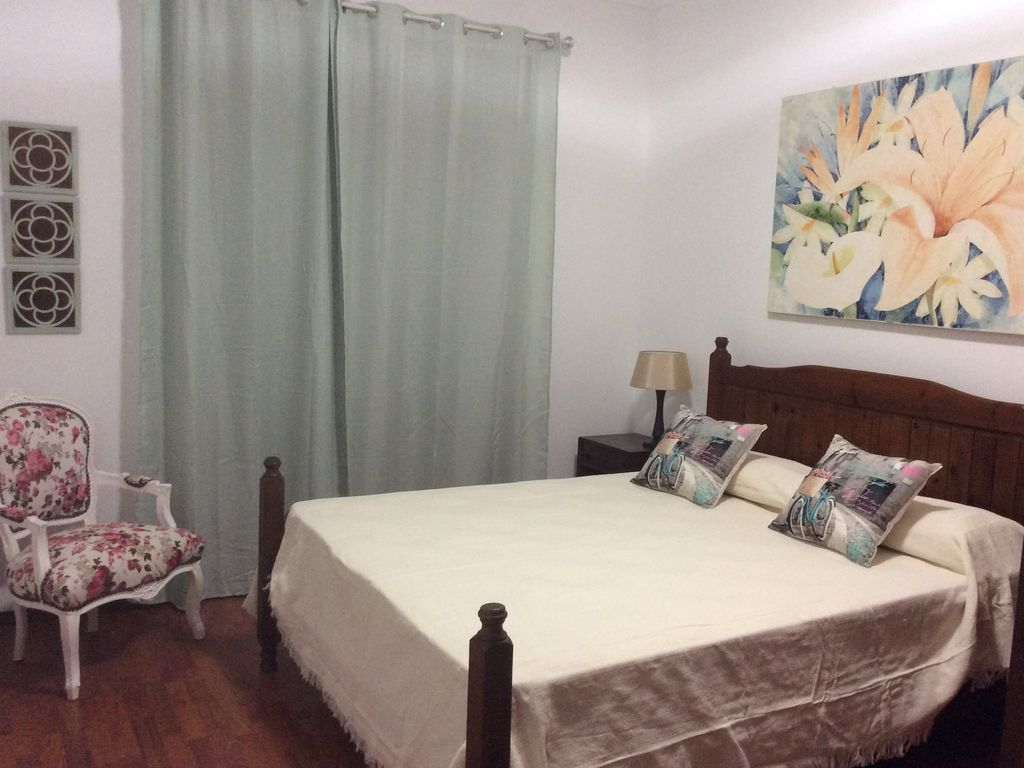 Faro central apartment completely refurbished, Wi-Fi available and TV.