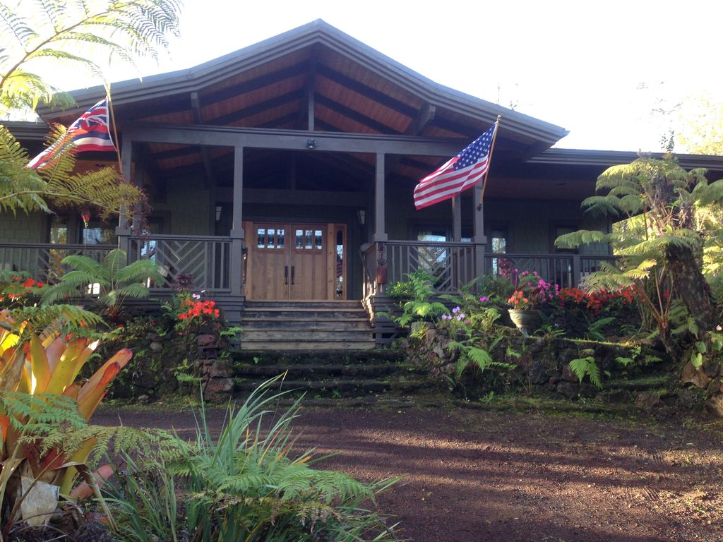 Volcano Rainforest Lodge Front entry