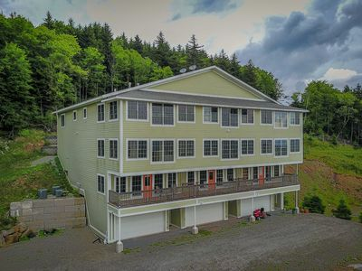 Photo for Slopeside, shuttle route, wifi, retail/dining, hot tubs, gym, washer/dryer