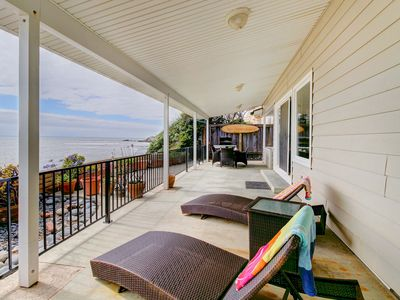Photo for Gorgeous, oceanfront house w/ ocean views, easy beach access & entertainment!