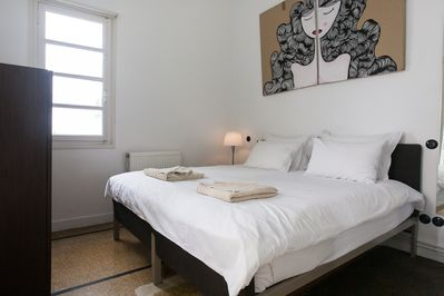 Bedroom with king size bed (can be set up as two singles)
