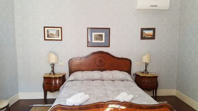 Photo for Exceptional Luxury Central Flat - Chiaia Particulier