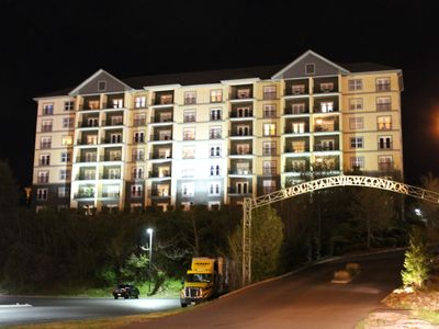 Penthouse and Mountain Views On The Parkway in Pigeon Forge!