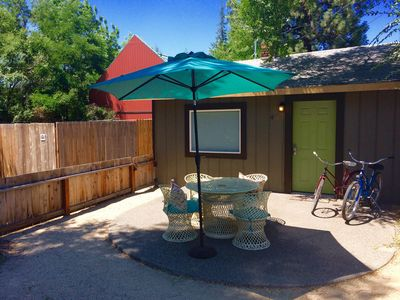 Photo for Little Lava IN dwntwn Bend! King bed, bikes, walk everywhere!