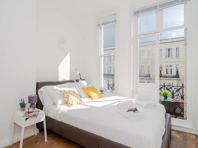 Photo for Elegant 2 bed flat with a lovely terrace (for 4)