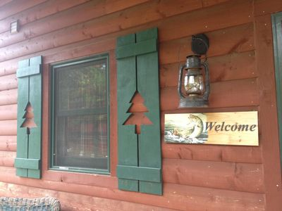 Lakeside Cabin! View of lake from deck, firepit seating, quiet property!