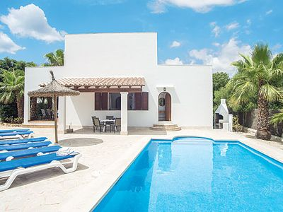 Photo for Centrally located villa with comfortable rooms, kitchen, pool and Wi-Fi