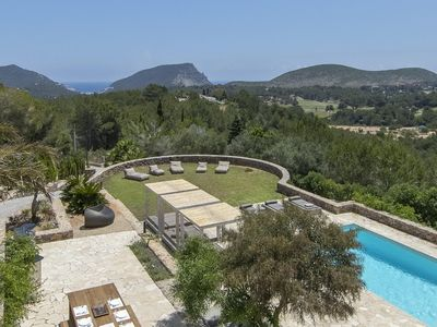 Photo for Stunning villa with panoramic view & heated pool