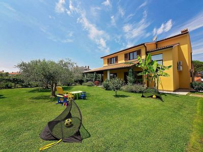 Photo for Holiday house Valbandon for 6 - 8 persons with 4 bedrooms - Holiday house