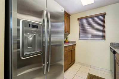 Beauitful applicances, kitchen is fully equipped!