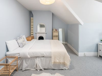 Photo for Cosy 3 Bed Sleeps 8 in Fulham 15 mins to Station